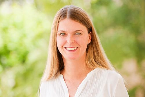 Portrait Stefanie Hoelkemann Heilpraktikerin Frankfurt